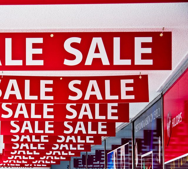 4 Mind Tricks Companies Use to Make You Spend More - Image Via Flickr - By Simon Greig
